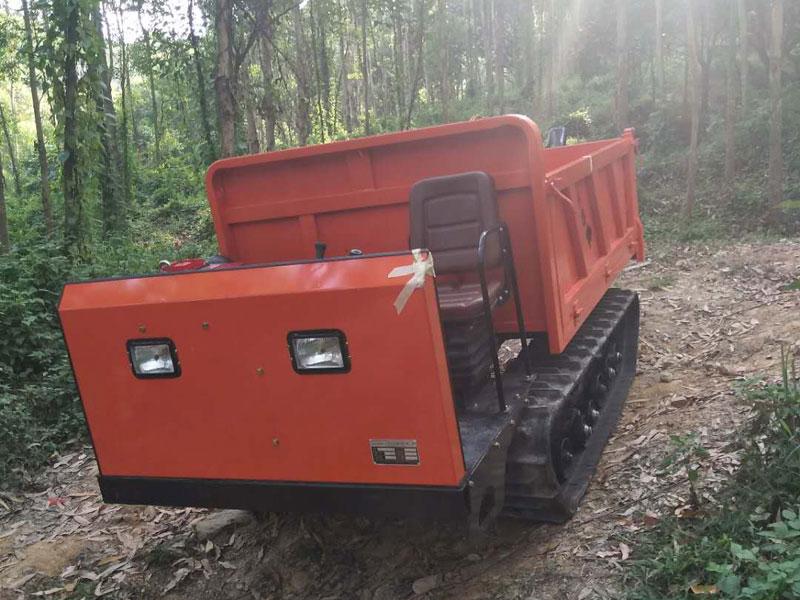 农用履带运输车下陡坡工程案例